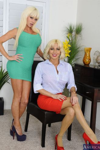 Nikita von James & Tara Holiday Smiles
