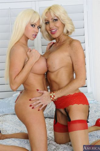 Nikita von James & Tara Holiday Blondes