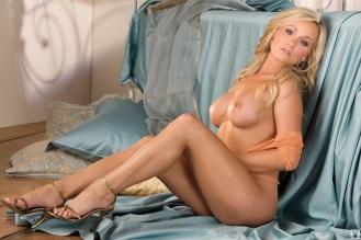 Heather Knox tacones dorados 3